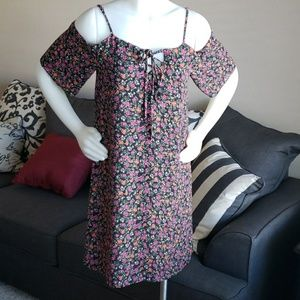 Everly floral off the shoulder dress size S